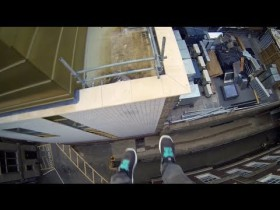 Video thumbnail for youtube video Κάνοντας parkour στις οροφές κτηρίων! | Κάθε Μέρα